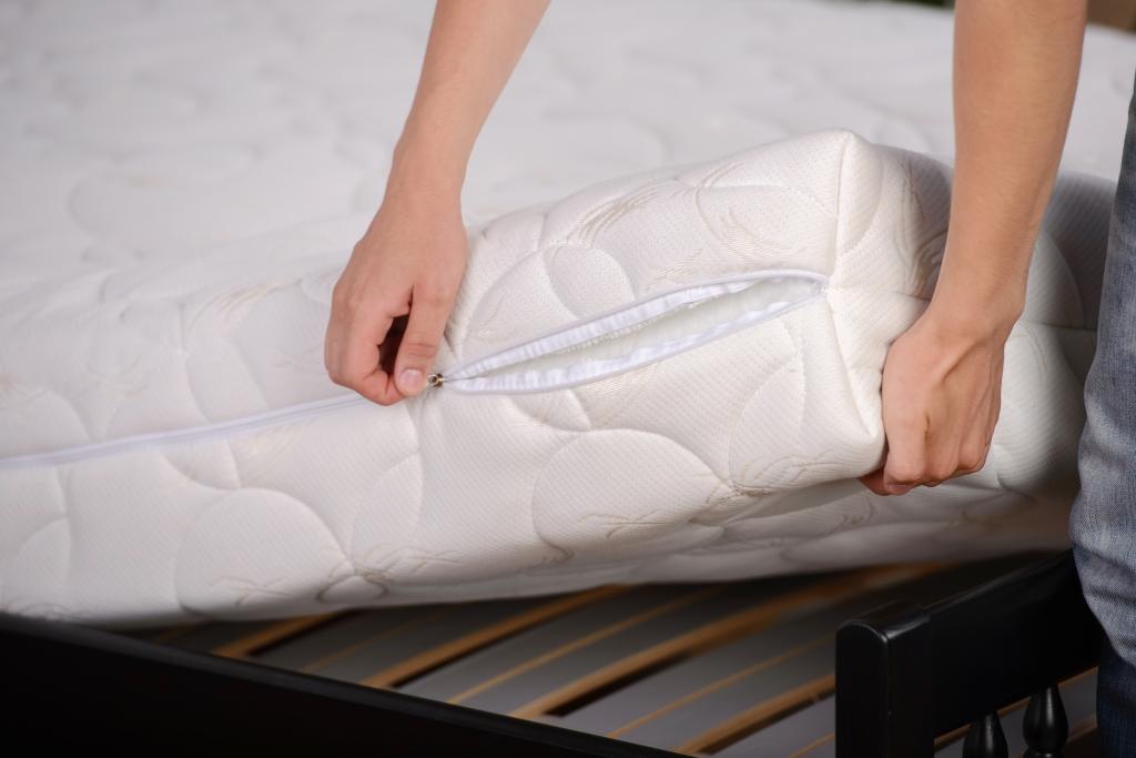 Pořiďte si matraci se snímatelným potahem a ten pravidelně perte.