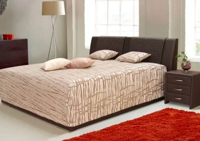 Čalouněná postel Mirror